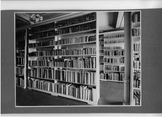 Historische Schulbibliothek um 1915