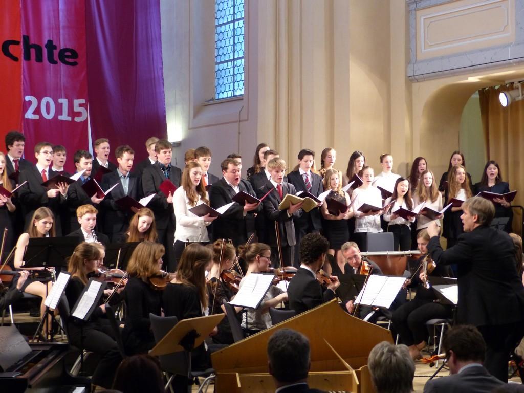 """Chor und Orchester bei """"Die Himmel erzählen"""" von J. Haydn, Leitung: P. Kubisch"""