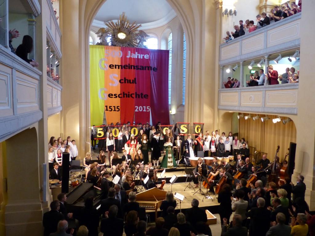 """Stehende Ovationen beim Finale mit allen Ensembles zu L. Cohens """"Hallelujah"""""""